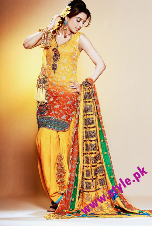 Mehndi Clothes Ideas : Latest mehndi dresses for girls