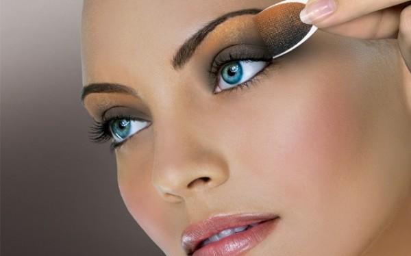 Shimmery golden eye make up for girls - Style.pk