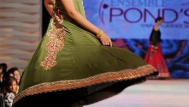 Anarkali-Frocks-With-Churidar-For-Eid-2011-5-style.pk_.jpg