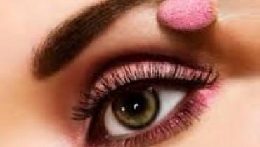 Applying Eye makeup 001