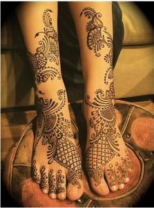 stylish mehndi design for foot
