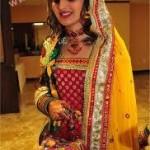 Hair-Styles-For-Mehandi-Ceremony-1 style.pk