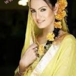 Hair-Styles-For-Mehandi-Ceremony-5 style.pk
