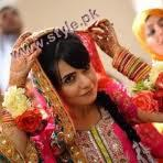 Hair-Styles-For-Mehandi-Ceremony-6 style.pk