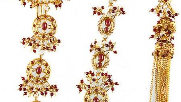 Latest Bridal Fashion of Wearing Paranda style.pk 001