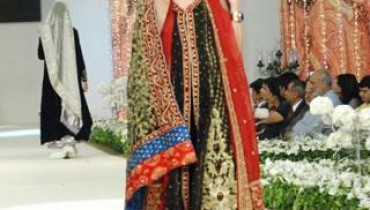 Bina-Sultan-Bridal-Collection-At-Pantene-Couture-Week-2011-1 style.pk