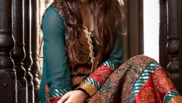 Threads and Motifs Embroidered Collection for Women 2011-12 style.pk 001