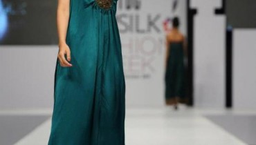 Nida Azwer Party Wears At PFDC 2011-005