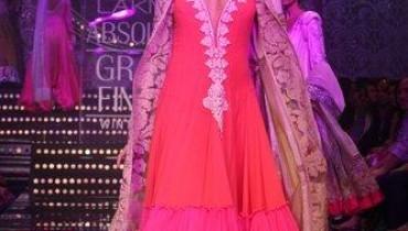 Manish Malhotra Collection At Lakme Fashion Week 2011-003