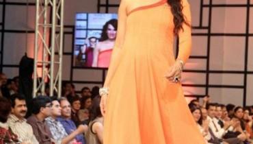 Nomi Ansari Dazzling At Fashion Pakistan Week 2012, Day 3-005