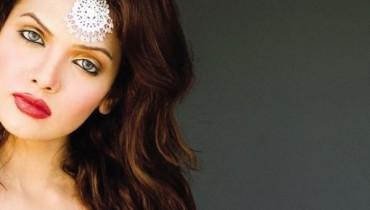 Top Model Mona Lizza Full Biography 001