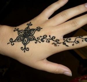 Eid Mehndi Designs 2012 For Kids 0010 300x282 mehandi