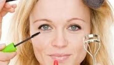 How To Do Makeup 001