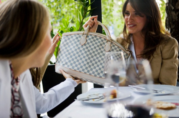 How To Choose The Right Handbag For Your Style