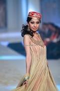 Yasmin Zaman Bridal Collection at BCW 2013 004