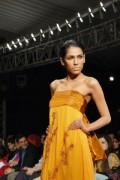 fayeza ansari fashion model 004 320x480