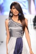 fayeza ansari fashion model 007 320x480