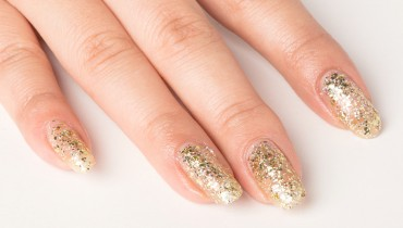 How to Remove Glitter from Nails