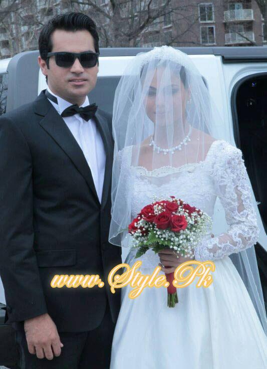 Veena Malik Valima Reception In White Wedding Style Pic 09