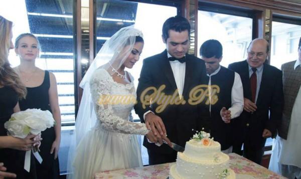 Veena Malik Valima Reception In White Wedding Style Pic 15