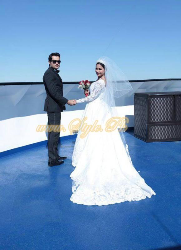 Veena Malik Valima Reception In White Wedding Style Pic 18