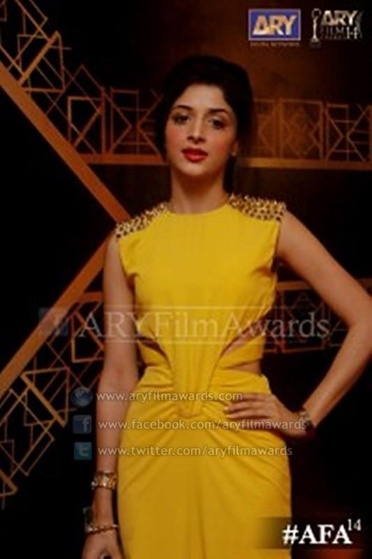 Beautiful Mawra Hussain at the red carpet 533x800 new fashion