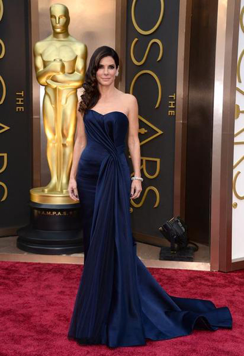 What Hollywood Celebrities Like To Wear In Shows 05