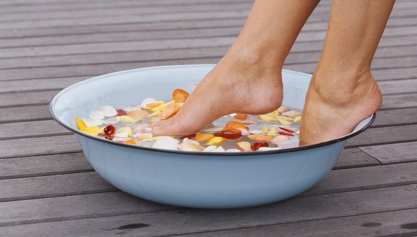 How To Cure Stinky Feet With Home Remedies