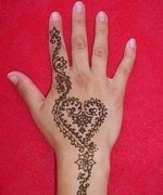 Loved Heart Mehndi Designs For Women 001
