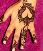 Loved Heart Mehndi Designs For Women 003