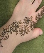 Loved Heart Mehndi Designs For Women 006