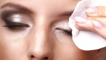Tips To Remove Eye Makeup Properly