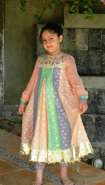 Trends Of Mehndi Dresses 2014 For Kids 004