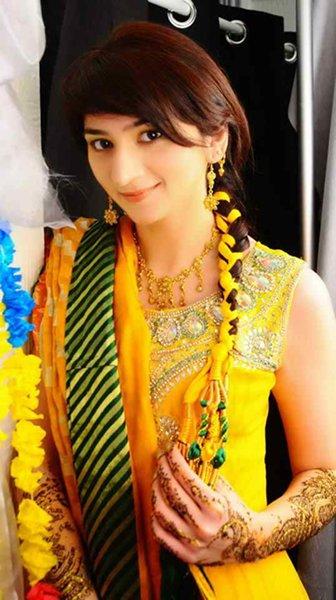 Makeup For Mehndi Function : New bridal hairstyles for mehndi function style pk