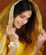 New Bridal Hairstyles 2014 For Mehndi Function 009
