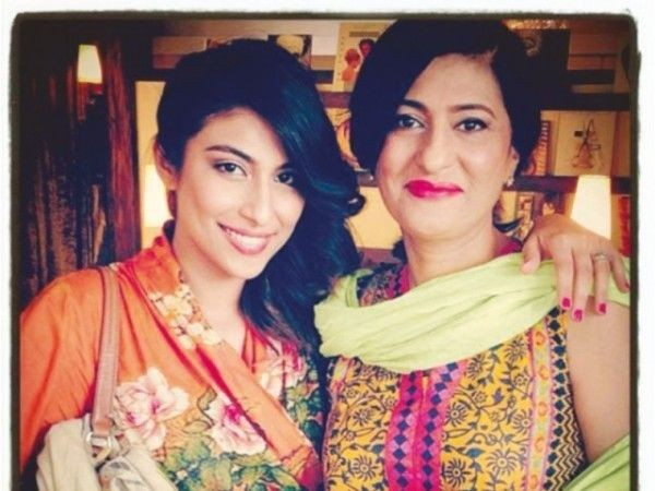 meesha shafi with mother