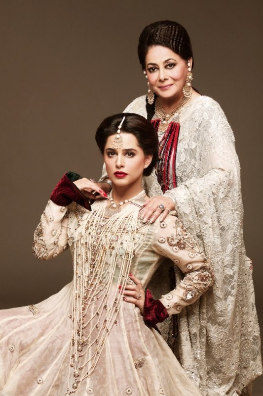 mehreen raheel with mother