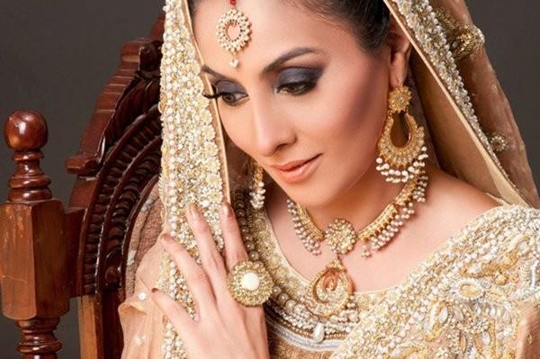 Elegant Gold Jewellery Sets