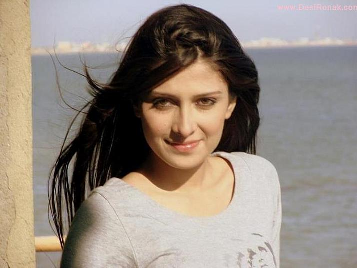 Pictures of Ayeza Khan