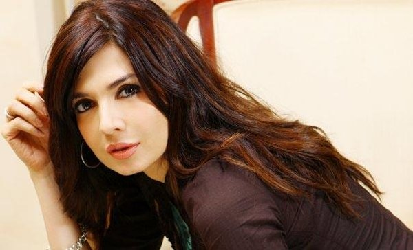 Top 5 Beautiful Over 40 Women In Pakistani Industry001