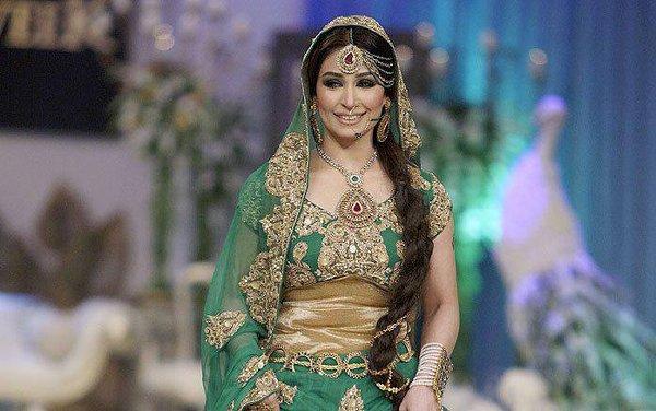 Top 5 Beautiful Over 40 Women In Pakistani Industry003