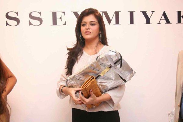 Top 5 Beautiful Over 40 Women In Pakistani Industry004