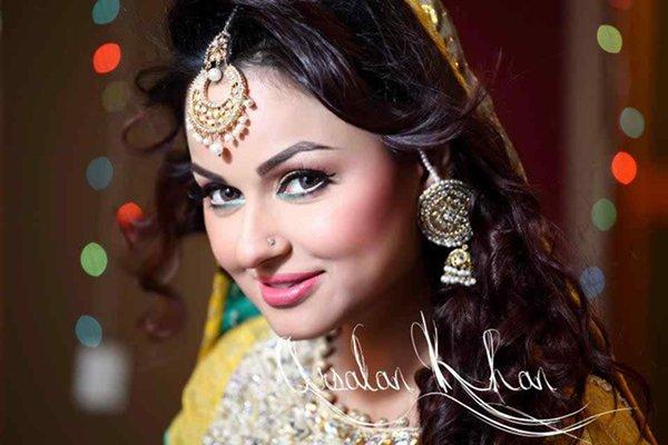 Top 5 Beautiful Over 40 Women In Pakistani Industry005
