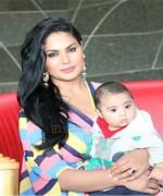 veena malik with abram on birthday