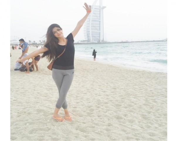 mawra hocane at dubai beach