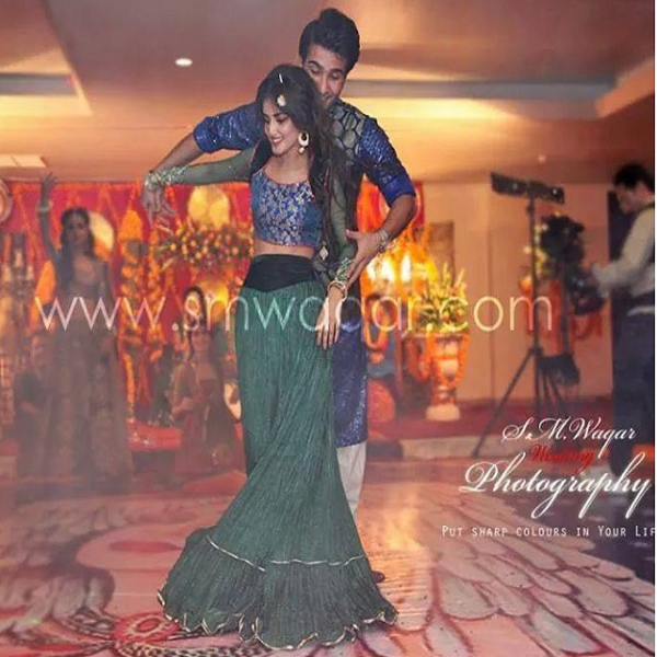 sajal ali and feroze khan dancing