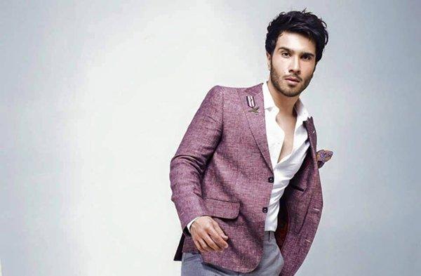 Pakistani Actor And VJ Feroze Khan Profile007