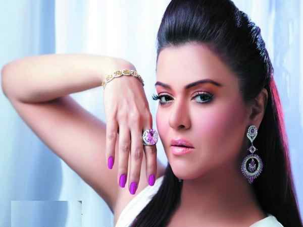 Which Pakistani Actresses Have Beautiful Hands001