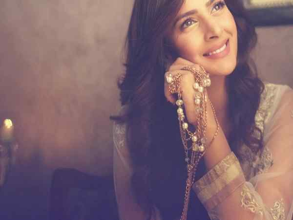 Which Pakistani Actresses Have Beautiful Hands003