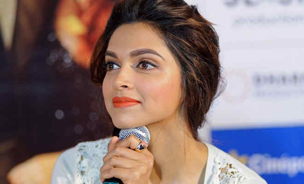 Why Pakistani Stars Are Better Educated Than Bollywood Stars002